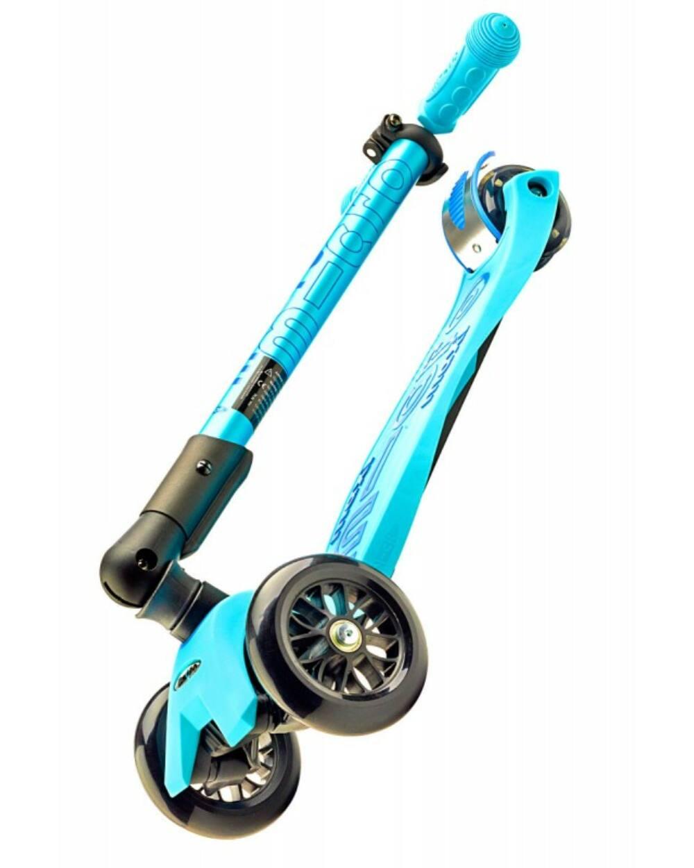 Maxi Micro Deluxe roller, kék LEHAJTHATÓ kormánnyal