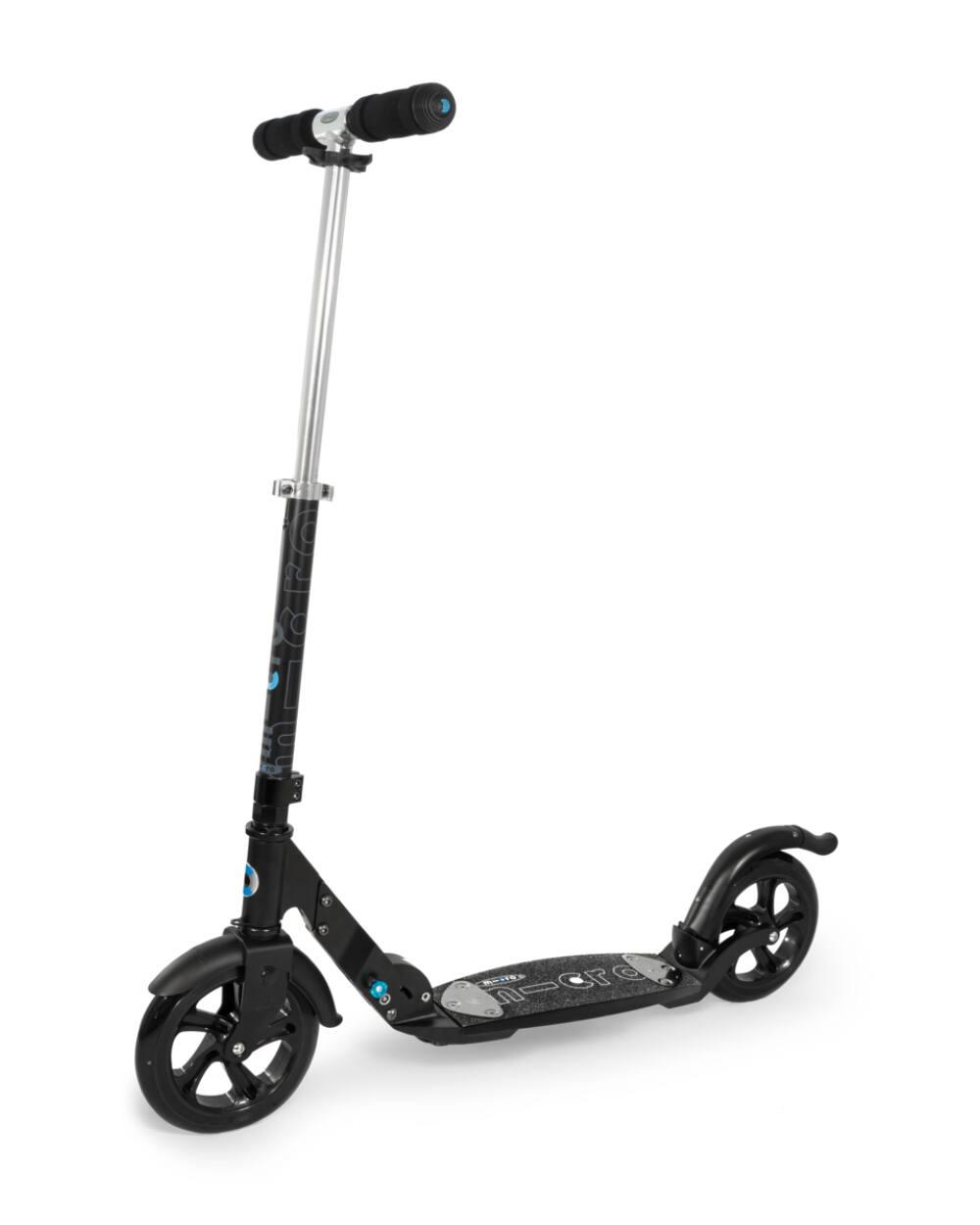 Micro Flex Deluxe városi roller 200mm kerekekkel, matt fekete